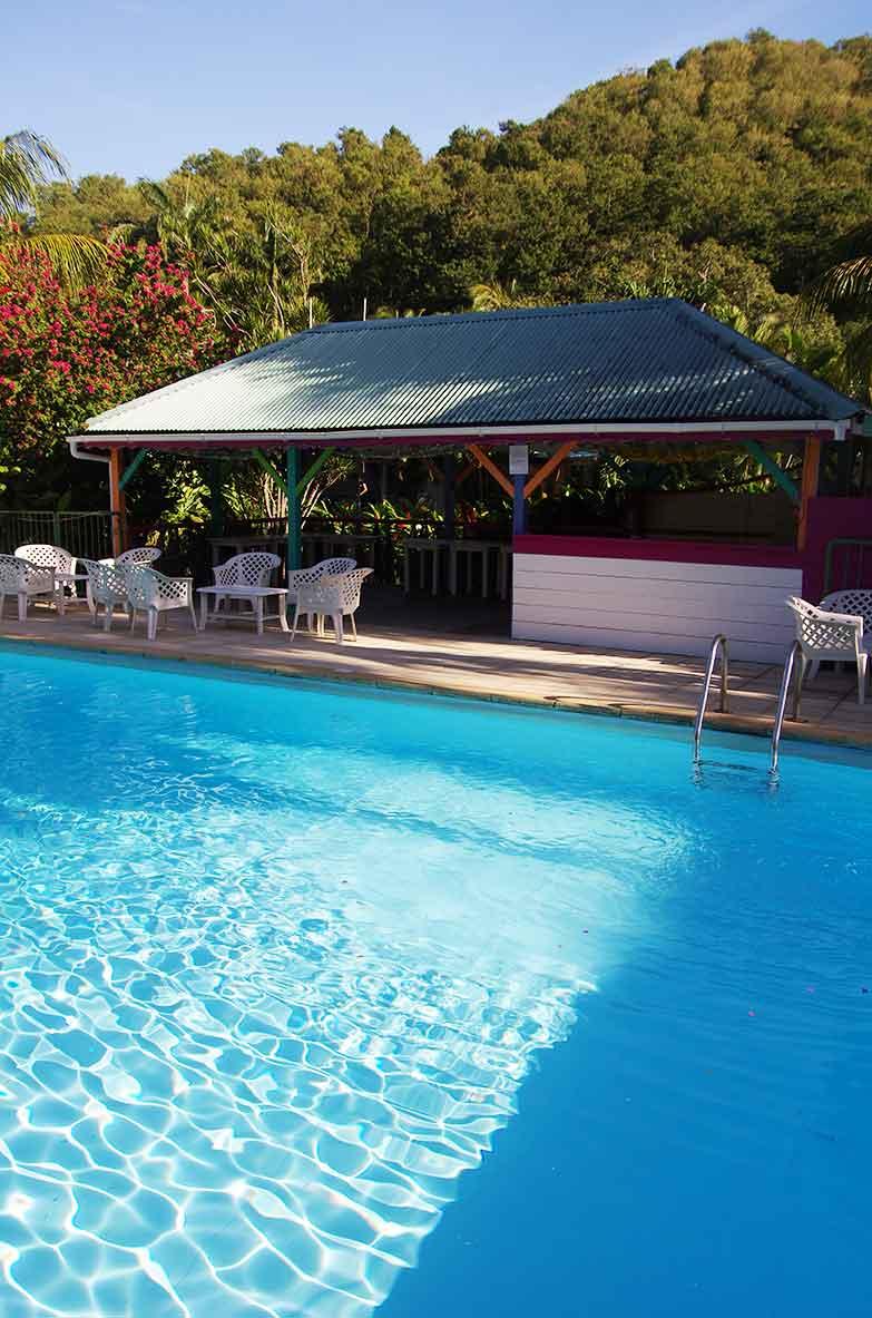 Carbet et piscine de la r sidence fleurs des les - Bungalow guadeloupe piscine privee ...